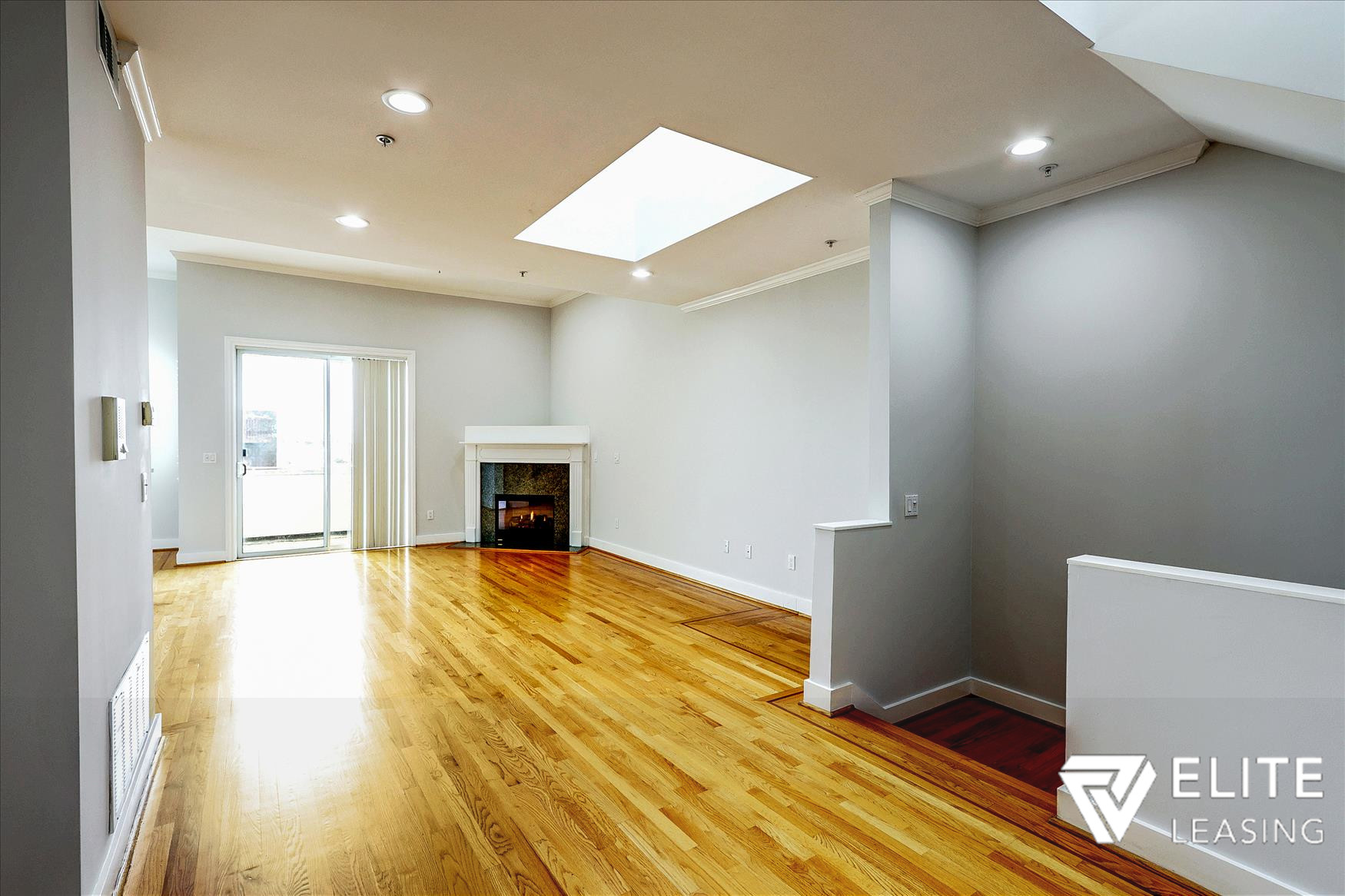 Listing 5491 : 2242  Washington Street, San Francisco, CA, 94115  (photo 3)